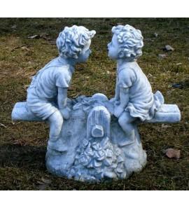 Chlapeček a holčička na houpačce