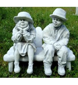 Chlapec a dívka na lavičce