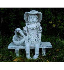 Dívka na lavičce