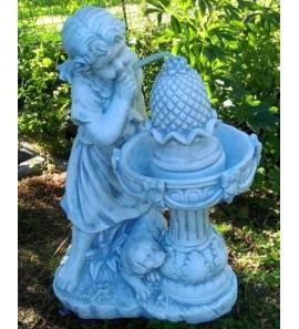 Holčička u fontány